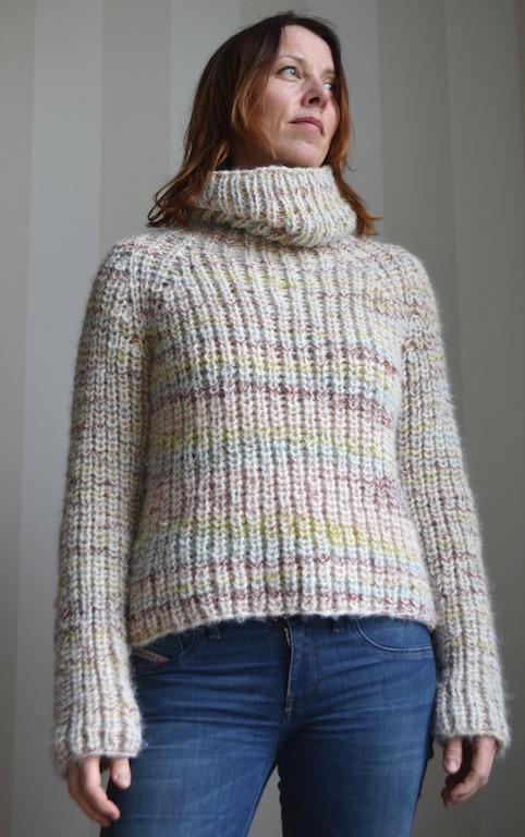 print:ed patent sweater